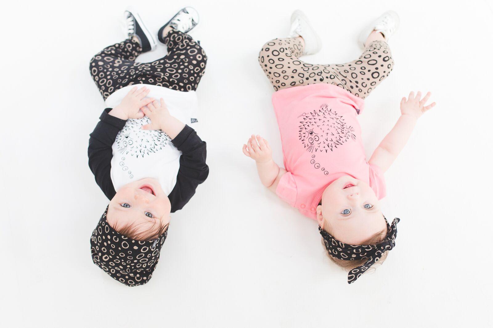 nOeser baby merkkleding broekjes en t-shirts blije baby's