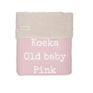Koeka Old baby Pink wiegdeken bij wieg roze teddy wafel