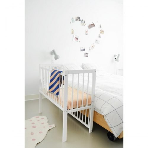 lilly co sleeper petit amelie witte wieg naast bed
