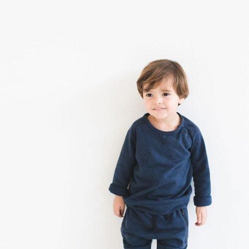 Kind met nOeser biologisch katoen babykleding broekje en trui alien blauw