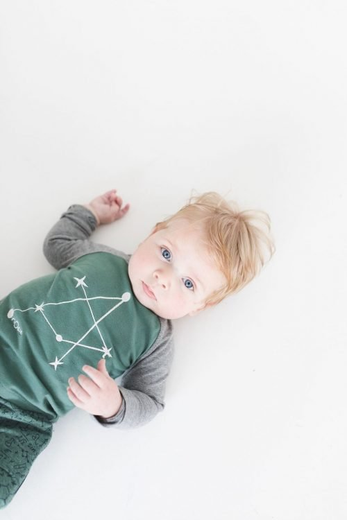 Baby in nOeser biologisch katoen babykleding wetenschap groene longsleeve