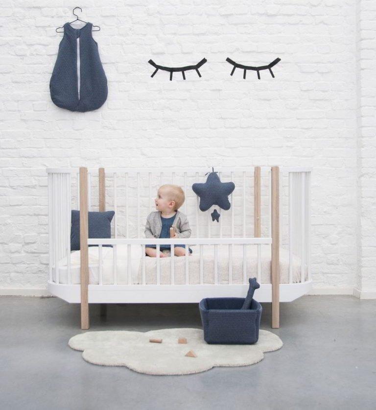 wat heb je nodig voor een baby? ledikant met baby