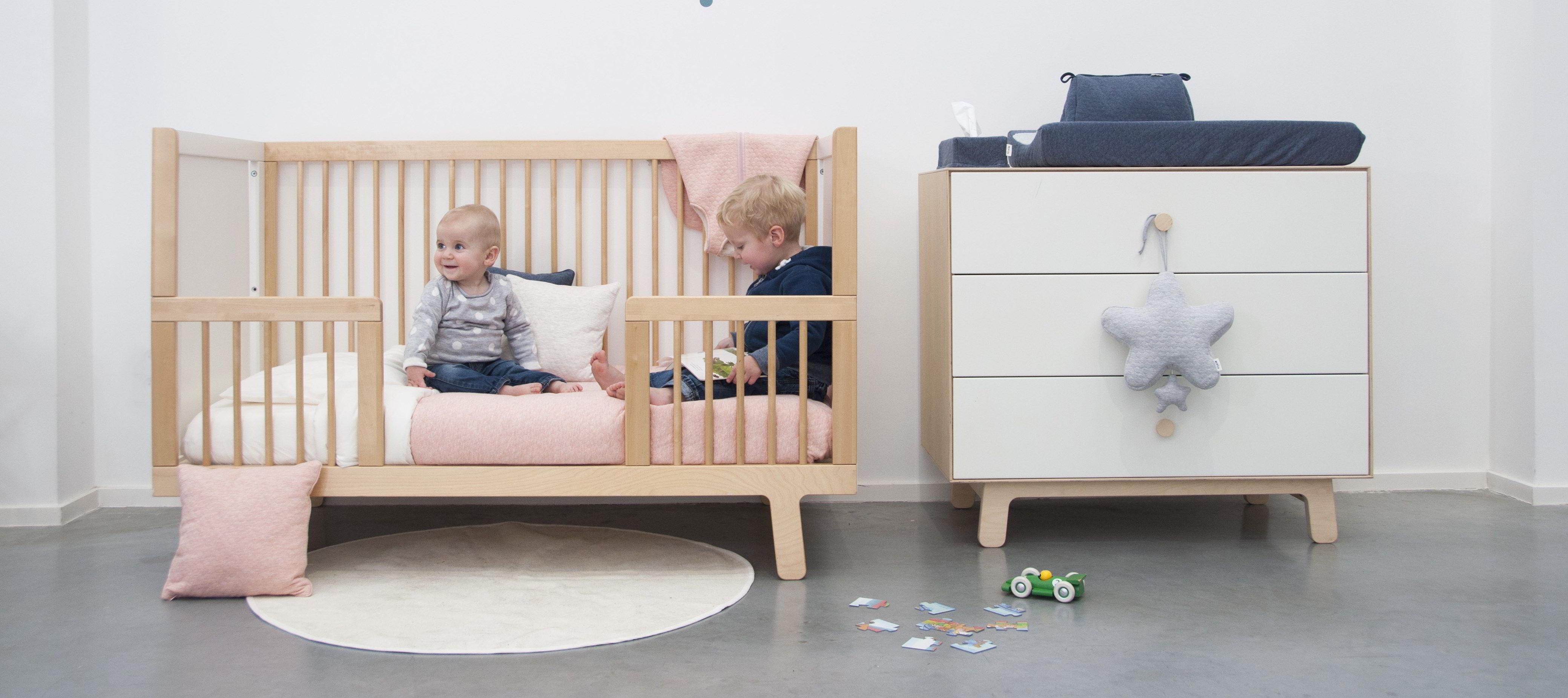 Ledikant en commode voor bij artikel wat heb je nodig voor een baby babyuitzet essentials