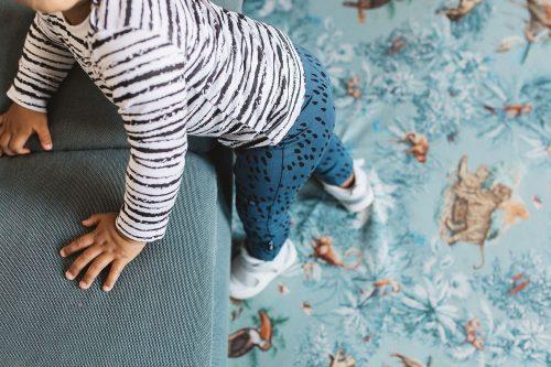 nOeser babykleding broekjes sprinkle blauw t-shirt wit stripe