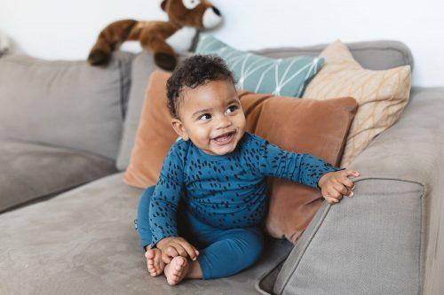 nOeser babykleding babykleertjes lieve baby lacht
