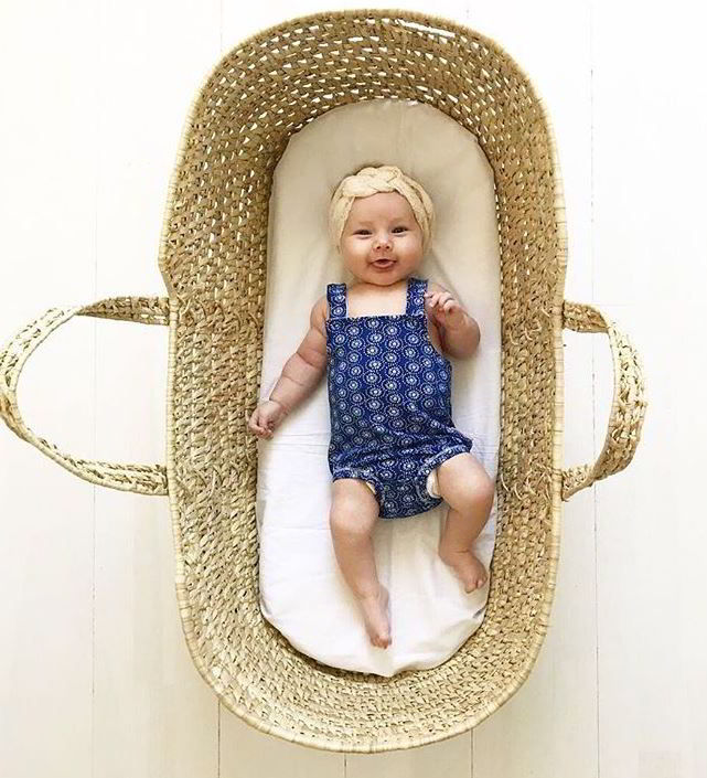 Noppies babykleding baby in rieten mand